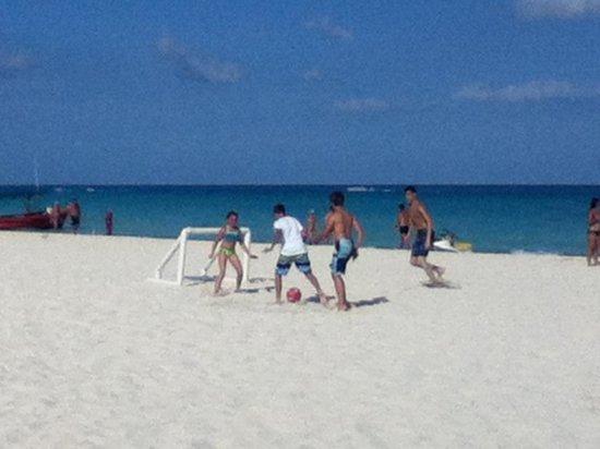 Hotel Riu Playacar: beach soccer