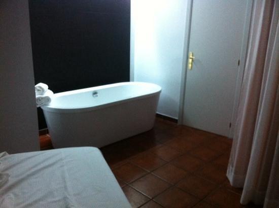 THB Ocean Beach: master suite bedroom