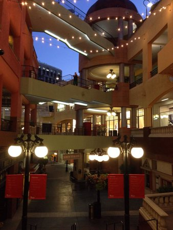 Westfield Horton Plaza : The mall in the night