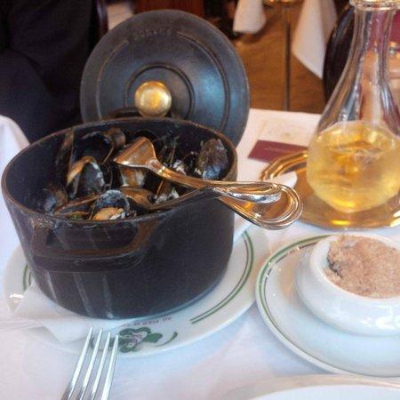 Au Pied de Cochon : The casserole of mussels