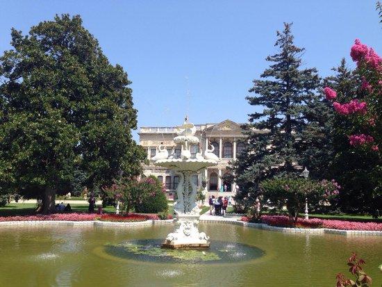 Palacio de Dolmabahçe: Palace garden