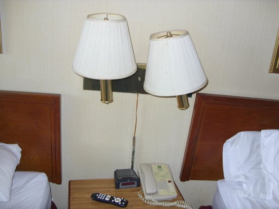 Econo Lodge: lamp shade just like this when we checked in.