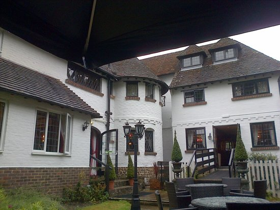 Roundabout Hotel: View of the rear of the hotel from the garden