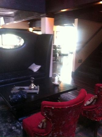 The Red Raven Gastropub: one of the two comfortable waiting areas by the restrooms