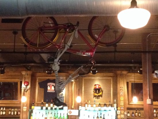 Pack's Tavern: Bar decor...