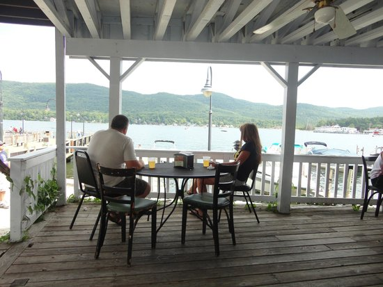 Lake George Bed and Breakfast: Shepard's Cove Restaurant (next to Shepard Park)