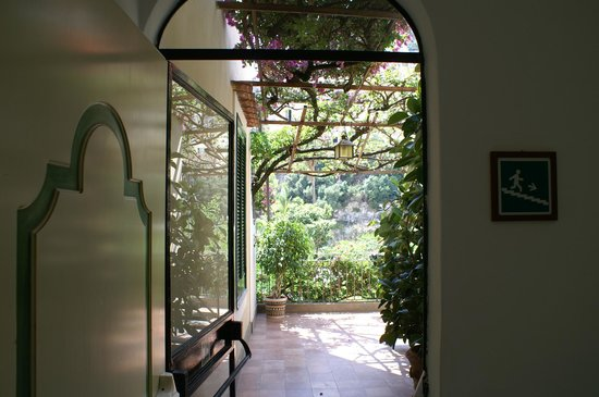 Hotel Palazzo Murat: Entering the Gardens