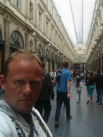 La Madeleine Grand Place Brussels: Galerie Royale St Hubert proche de l'hôtel