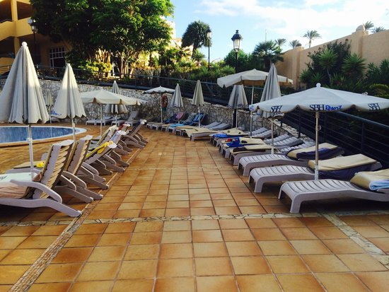 SBH Costa Calma Beach Resort: Too late for a lounger