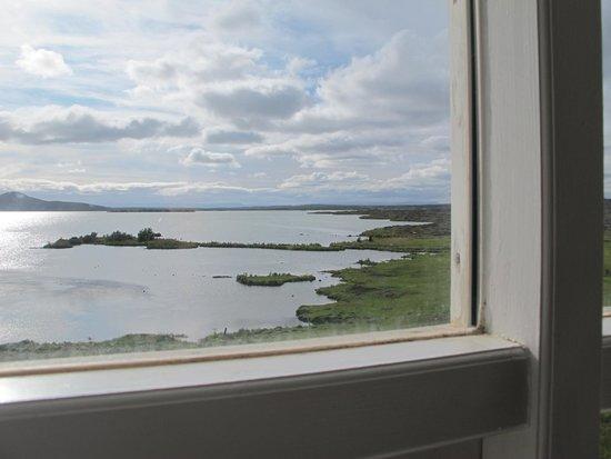 Hotel Reykjahlid: Vista del lago desde la habitación