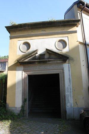 Wallfahrtskirche und Paulinerkloster Mariahilf: Entrance to the pilgrimage