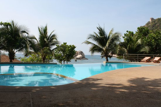 Montalay Beach Resort: Au bord de la piscine