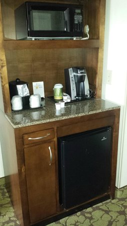 Hilton Garden Inn Atlanta Perimeter Center: Coffee, Fridge, Microwave Station