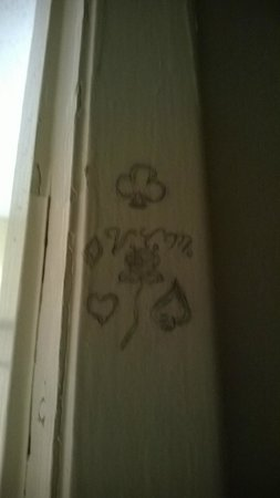 Days Inn Cookeville: Pencil drawing on door frame