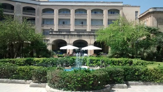 Corinthia Palace Hotel & Spa: Entrada principal