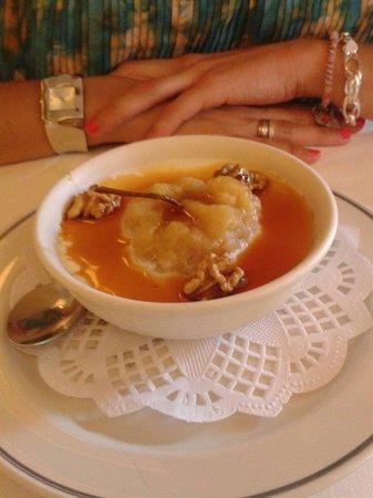 """Restaurante San Ignacio: """"Capricho vasco"""" con cuajada y manzana asada."""
