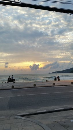 B-Lay Tong Phuket: right in front of the hotel