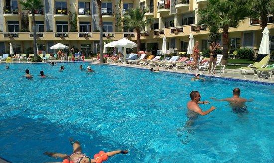Camyuva Beach Hotel : havuz