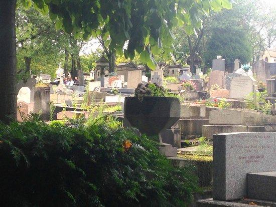 Cimetière du Père-Lachaise : Cemetery scene