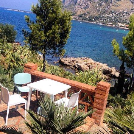 YHA Ostello di Palermo- Baia del Corallo: Sul mare
