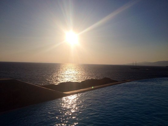 Cavo Tagoo: Sunset by the pool