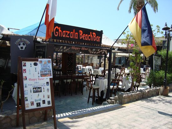 Ghazala Gardens Hotel : Walk through here to rear to get to all inclusive bar on beach