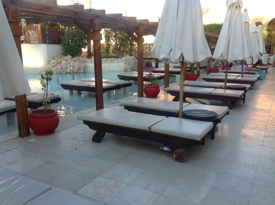 Ghazala Gardens Hotel : Lovely sun beds - some in the water too