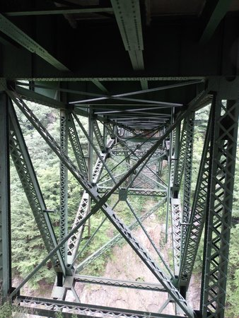 Quechee Gorge : Walking trail going by underneath the bridge with the view of the Gorge