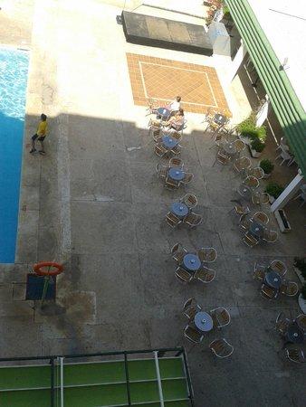 Hotel San Fermin: zona de mesas terraza