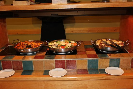 Slave Lake Inn & Conference Centre: Buffet in het weekend
