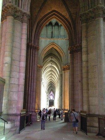 Cathedrale Notre-Dame de Reims: Inside the Church, very long for vertical direction