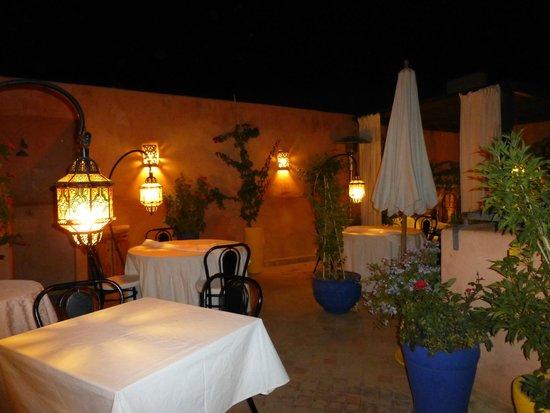 Riad Al Badia: Terraza de noche y desayuno de día