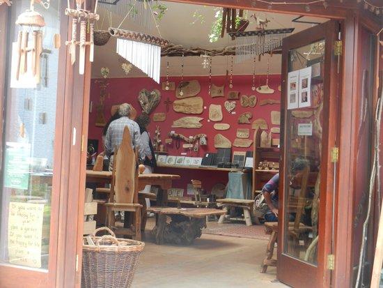Corris Craft Centre: één van de leuke winkeltjes (natural wood)