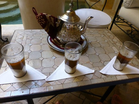 Riad Al Badia: Tomando el te