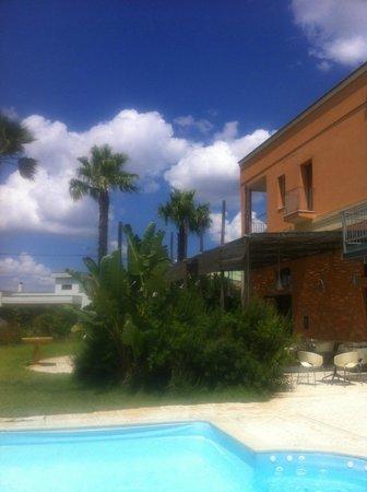 Il Tabacchificio Hotel: uitzicht vanaf zwembad