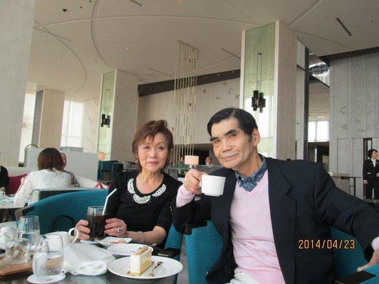 Imperial Hotel Osaka: ハルカス展望台料金並みでマリオットホテルカフェフロァーがお薦め