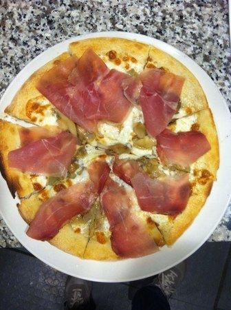 L'oasi Della Pizza: speck e carciofi