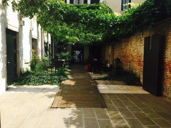 Hotel Palazzo Giovanelli: Courtyard