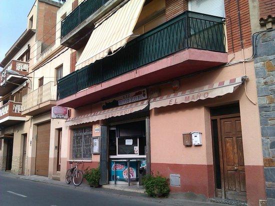 Hotel Mont-Roig : bar donde ofrecen los desayunos,a 5 minutos del hotel