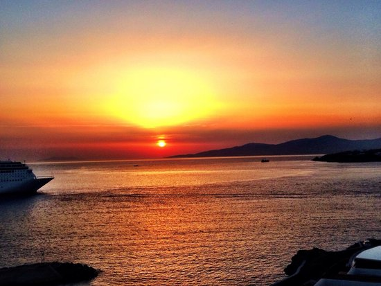 Kouros Hotel & Suites: Sunset from our balcony