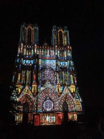 Cathedrale Notre-Dame de Reims: Reims Cathedral at night
