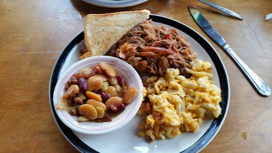 Pig Out BBQ: Delicious pulled pork dinner with baked beans and mac-n-cheese...YUMMY!!