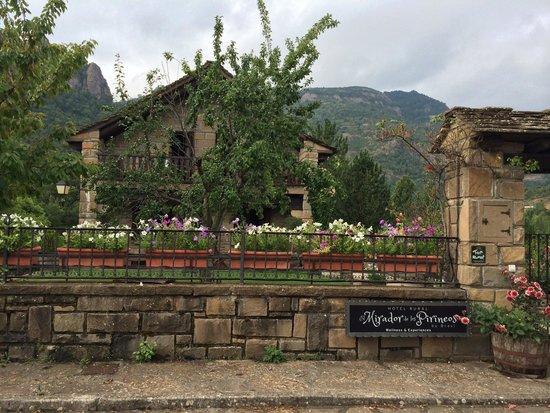 Hotel Rural El Mirador de los Pirineos By Brasi: Exterior
