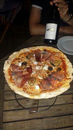 Ranch'O Plage : Pizza Pascal Paoli un pur délice et vin rouge Fiumicicoli un nectar