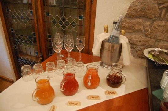 Hotel Klosterstueble: Breakfast buffet - juices