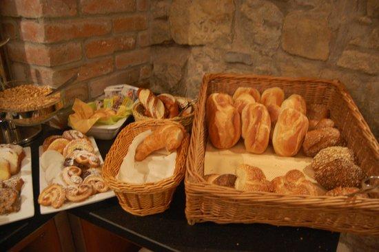 Hotel Klosterstueble: Breakfast buffet - bakery items