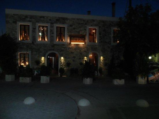 Petrino : Front of the restaurant