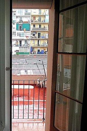 Hostalet Barcelona : Vista desde el interior de la habitación.