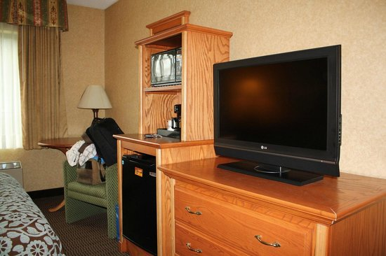Days Inn & Suites Plattsburgh: Room