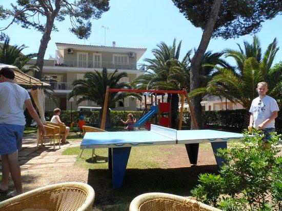 Hotel JS Yate: Garden area